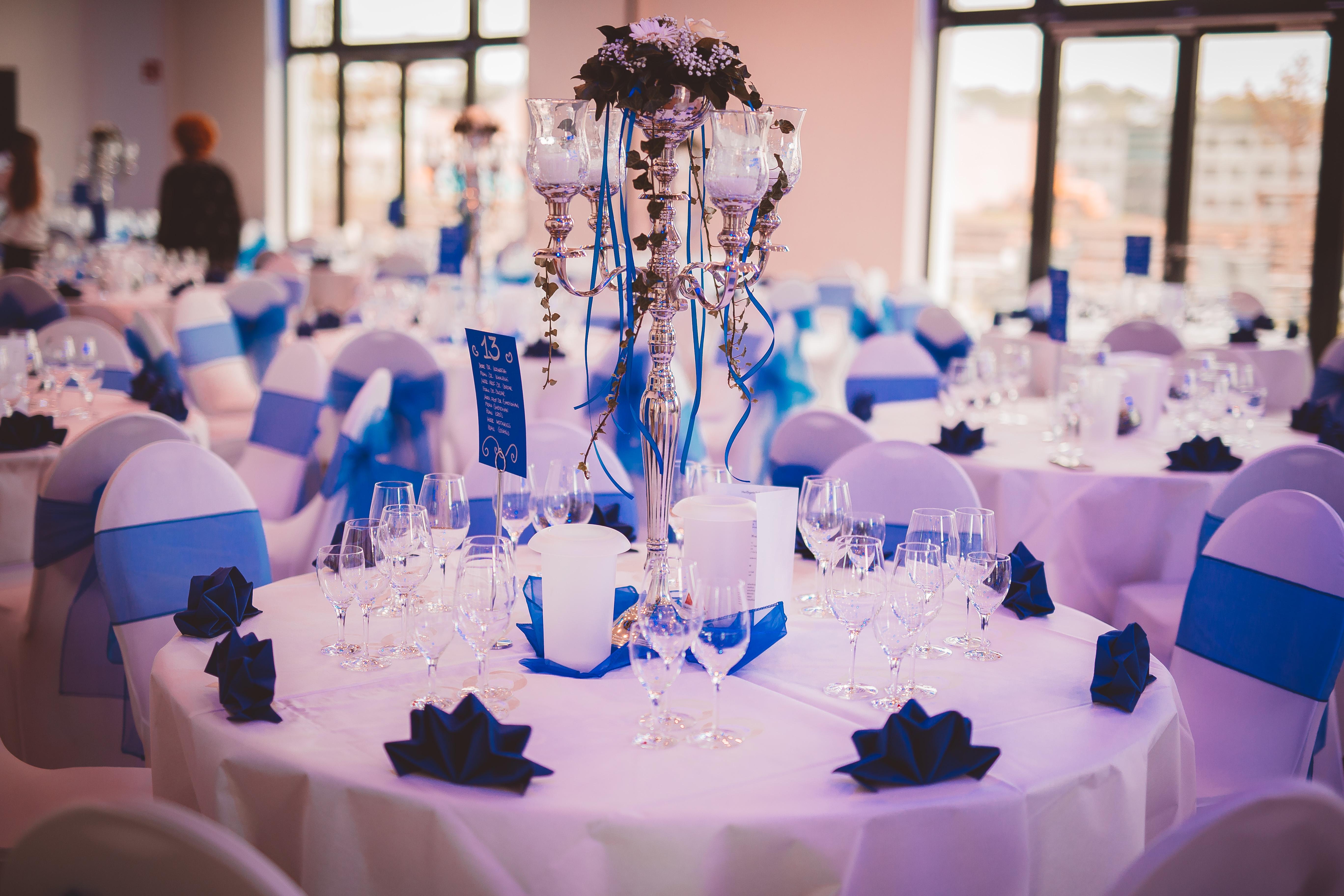 Hochzeitsdekoration Design blau Einzelansicht Tische